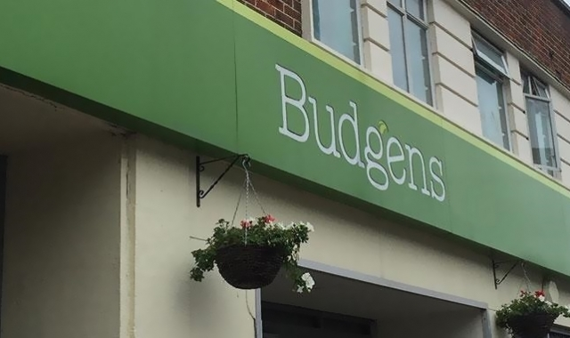 Supermarket BUDGENS in Greater London for Sale, 10 Years to Expiry, Virtual Freehold